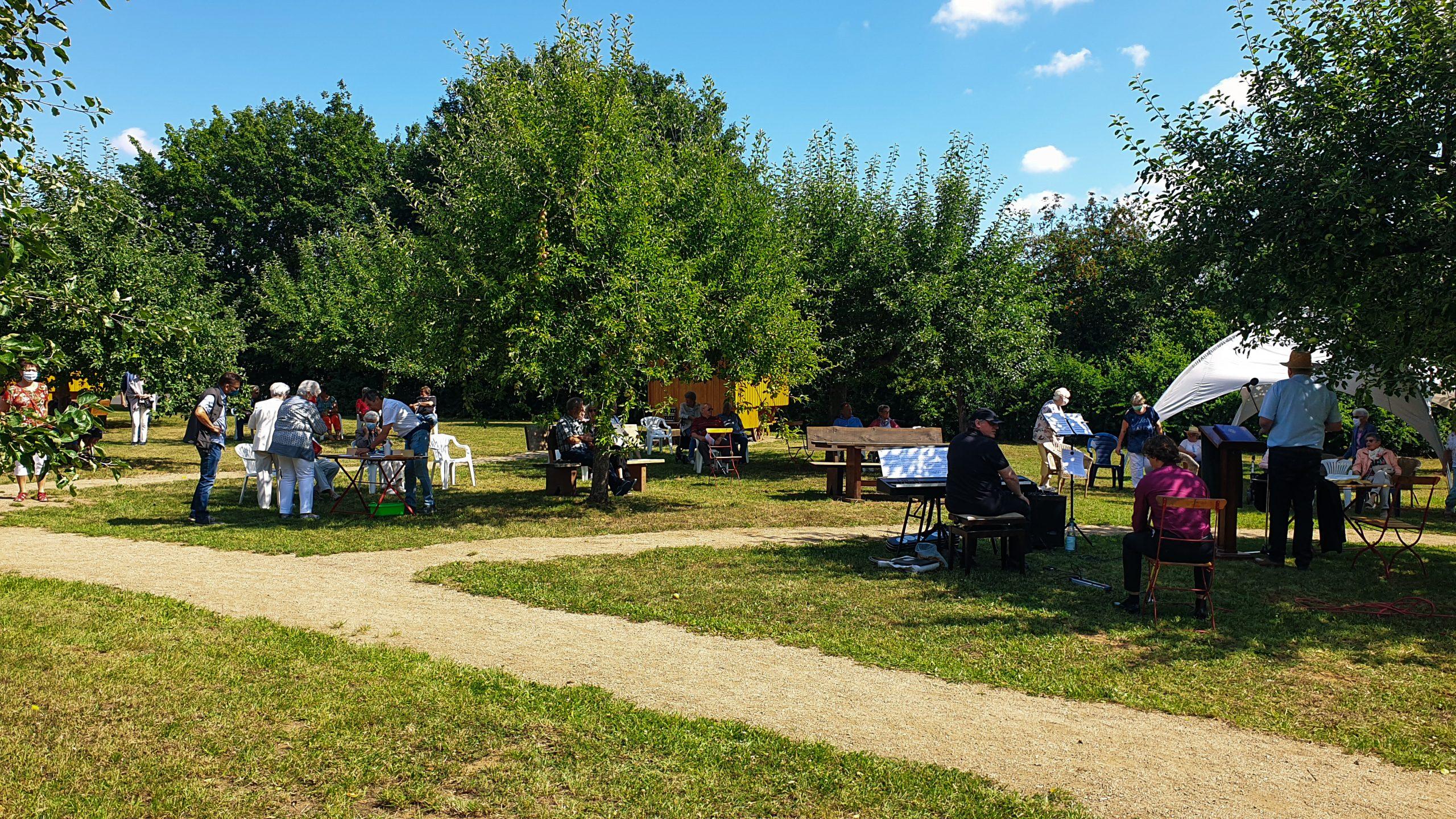 Die Kirchengemeinde Nonnenroth verlegt ihren Gottesdienst auf das Schäferwagen-Gelände